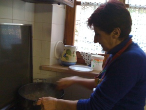 Marinella teaching me her ragù recipe!